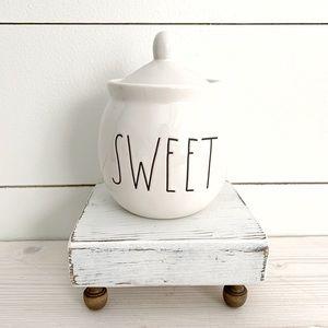 Sweet Rae Dunn jar